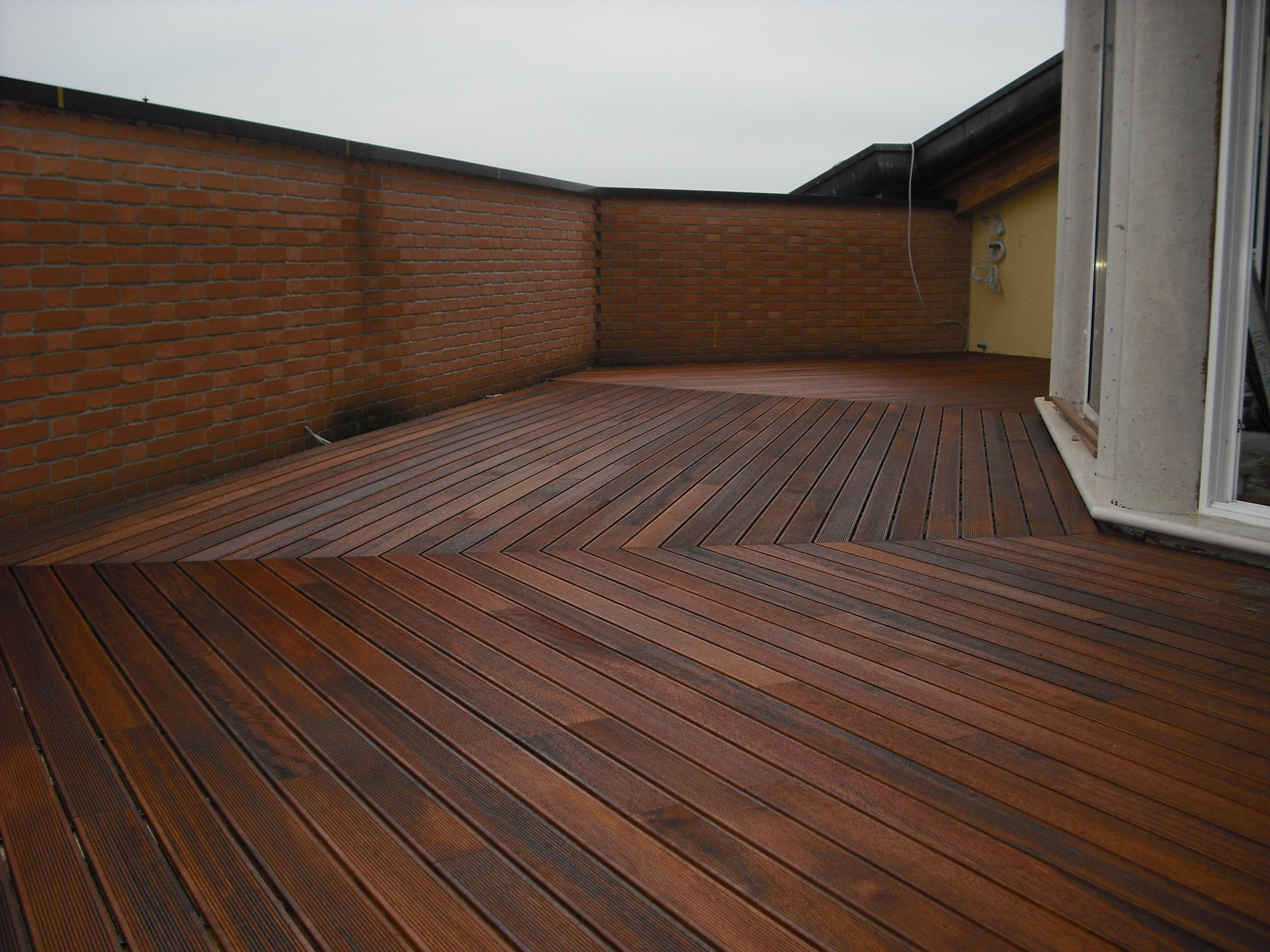 Pavimenti in legno per esterni villa del conte padova - Legno resistente per esterni ...